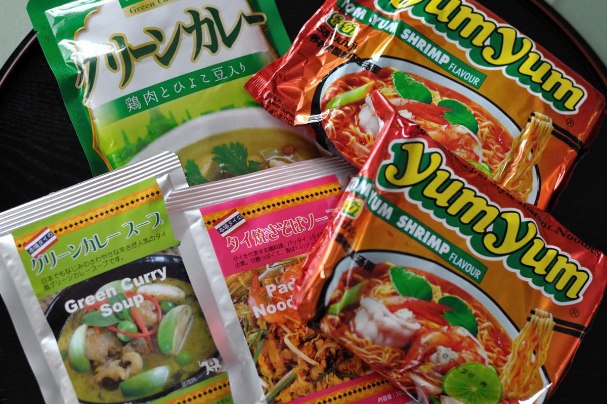 函館市柏木町のキャン・ドゥで買ったタイフーズ「トムヤム麺」「グリーンカレー」「グリーンカレースープ」「タイ焼きそば(パッタイ)ソース」