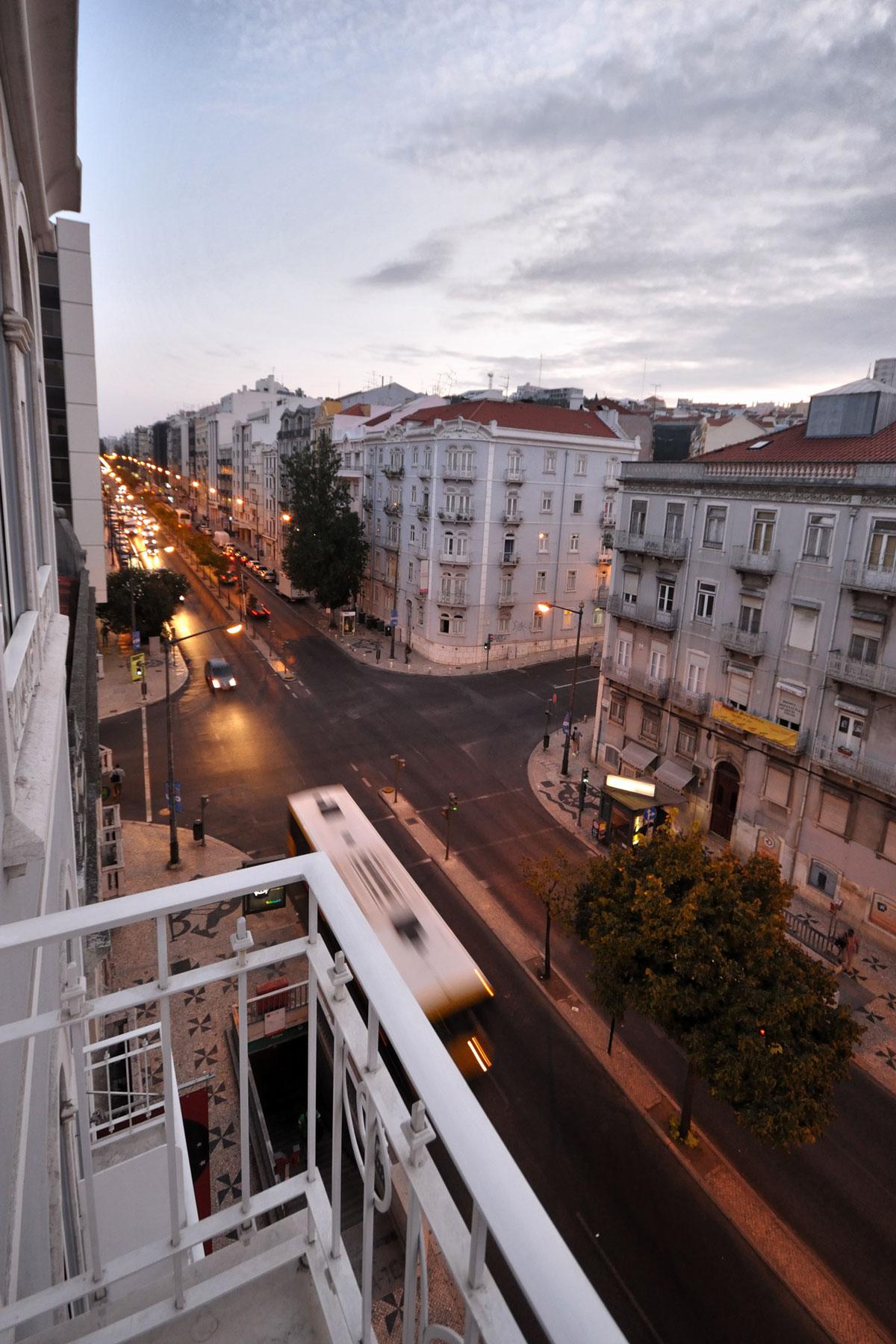 「ホテルセテコリナーシュ」の客室から眺める朝のリスボンの街 撮影:NIKON D90, SIGMA 10-20mm