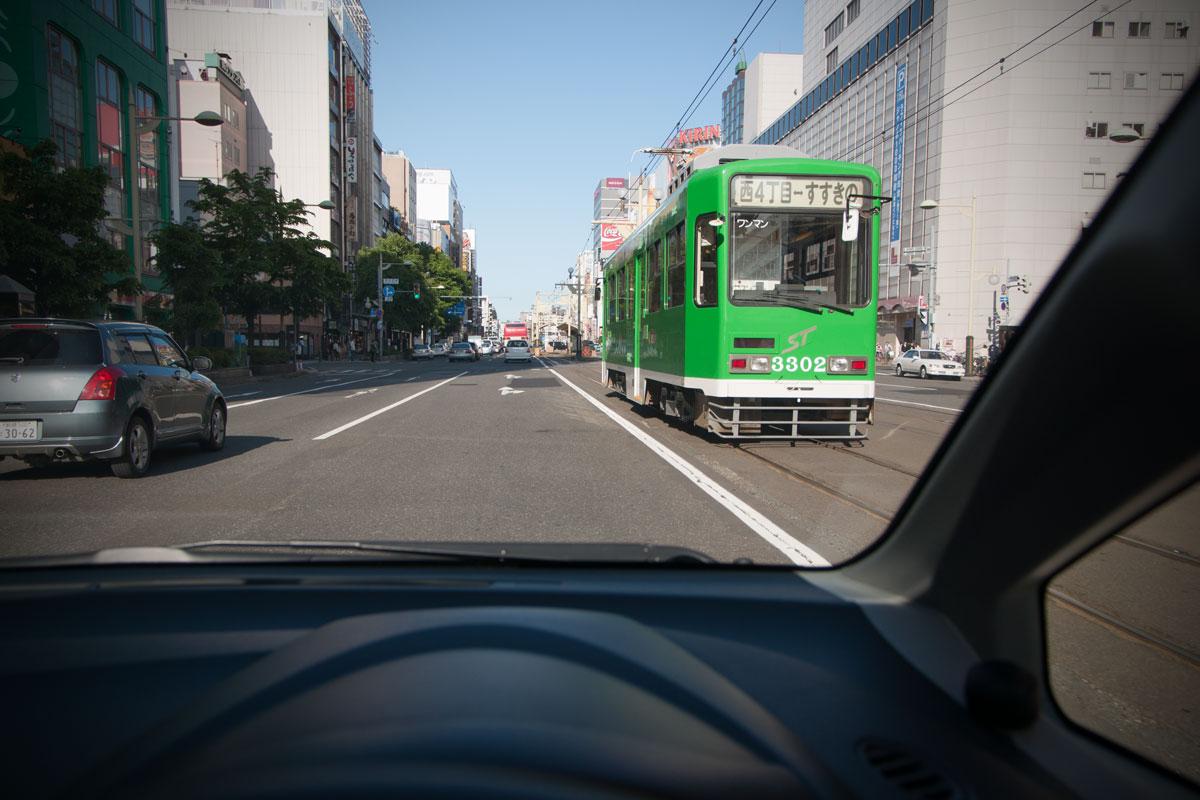 終点「すすきの」へ向かう札幌市電 撮影:NIKON D90 + TOKINA 16-50mm