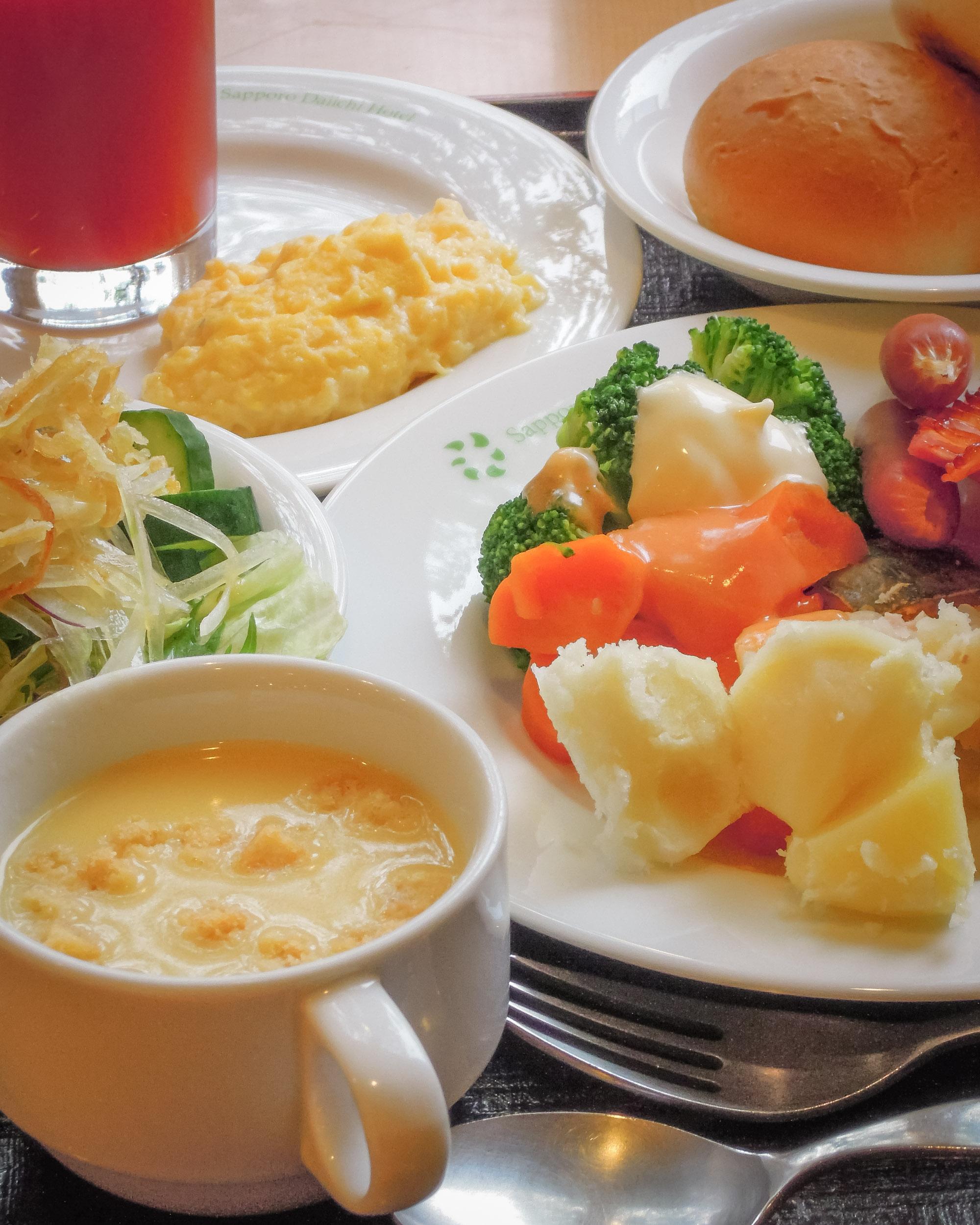 札幌第一ホテル ブッフェスタイルの朝食 NIKON COOLPIX 300