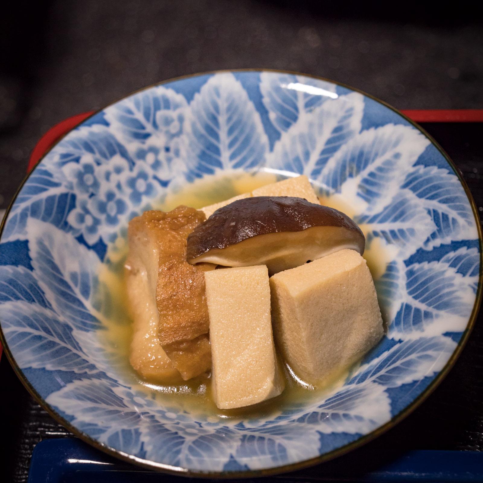 高野豆腐、しいたけ、さつま上げの煮物