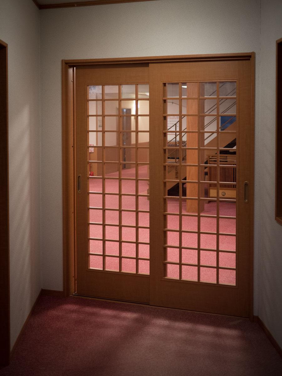 客室への仕切り戸
