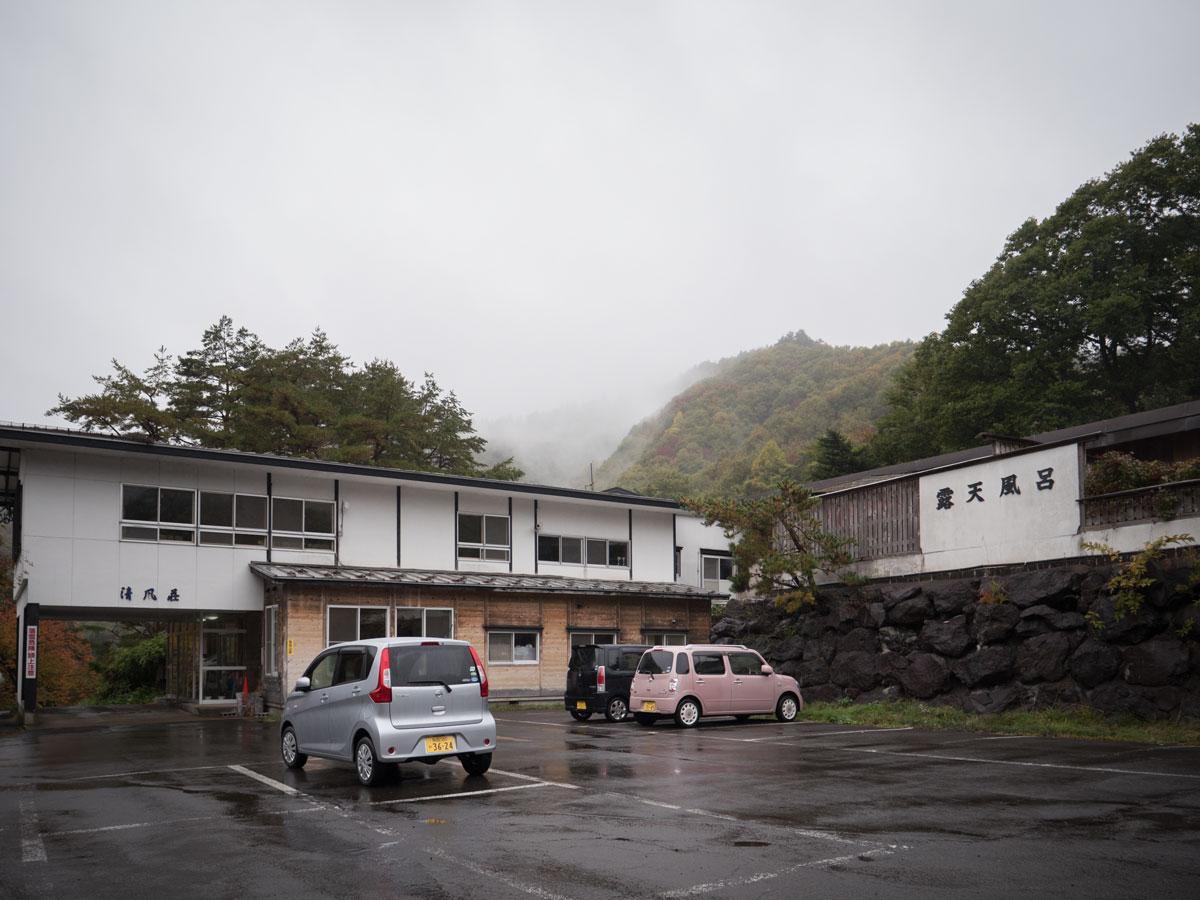 雨に滴る、朝の清風荘