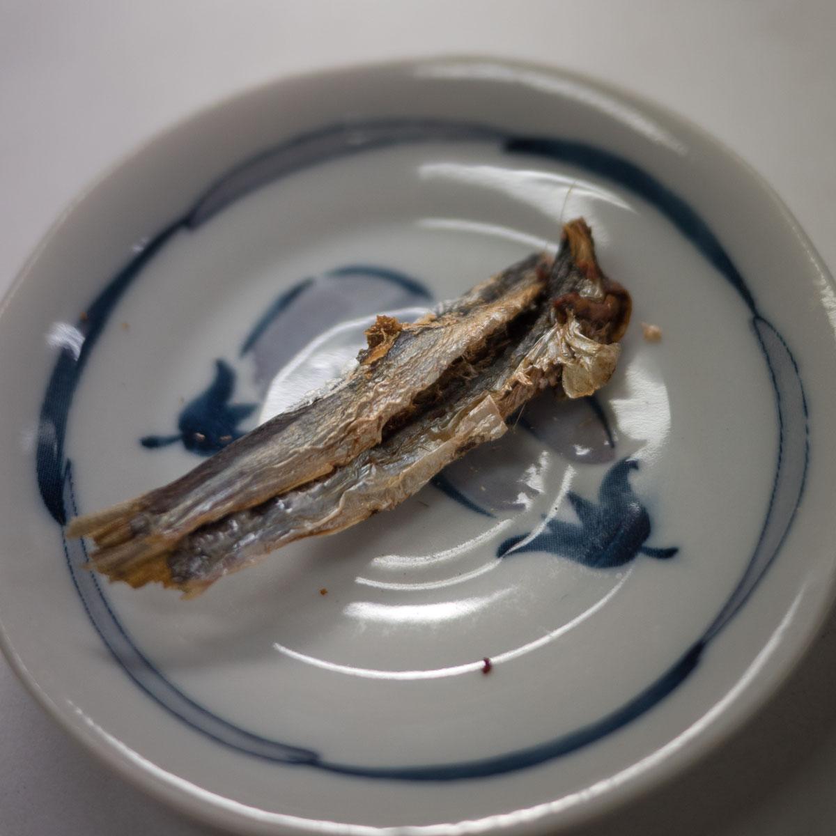 弘前「三忠食堂」の焼き干し 撮影:DMC-GX8 + LEICA DG 12-60mm