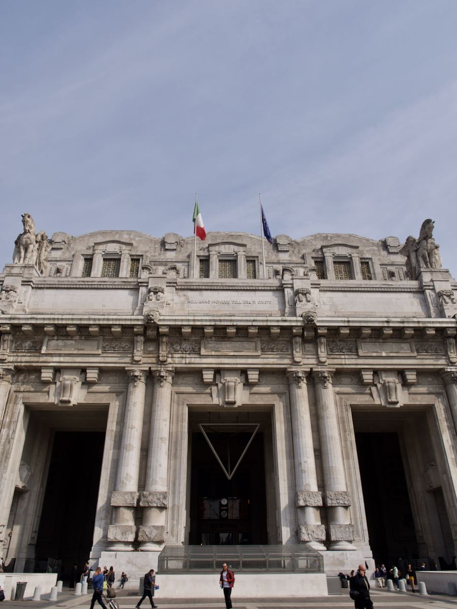 ミラノ中央駅の威容 ローマ帝万歳