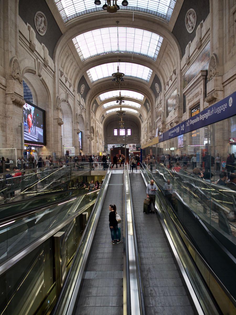 ミラノ中央駅 その佇まい自体が圧倒的アート