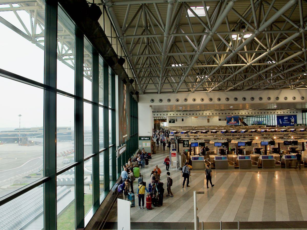 マルペンサ空港ターミナル1のチェックインカウンター