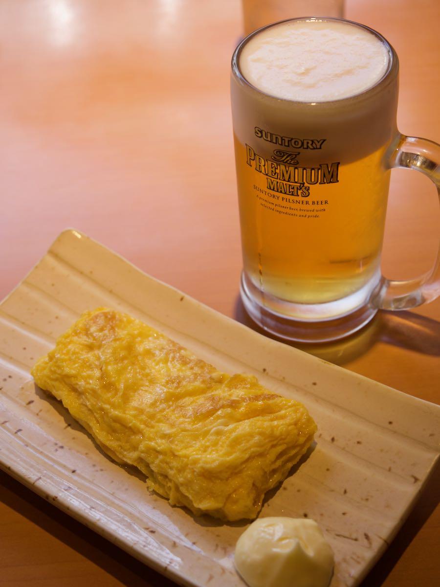 卵焼きとビール560円 およそ4.5ユーロ やっぱり安い