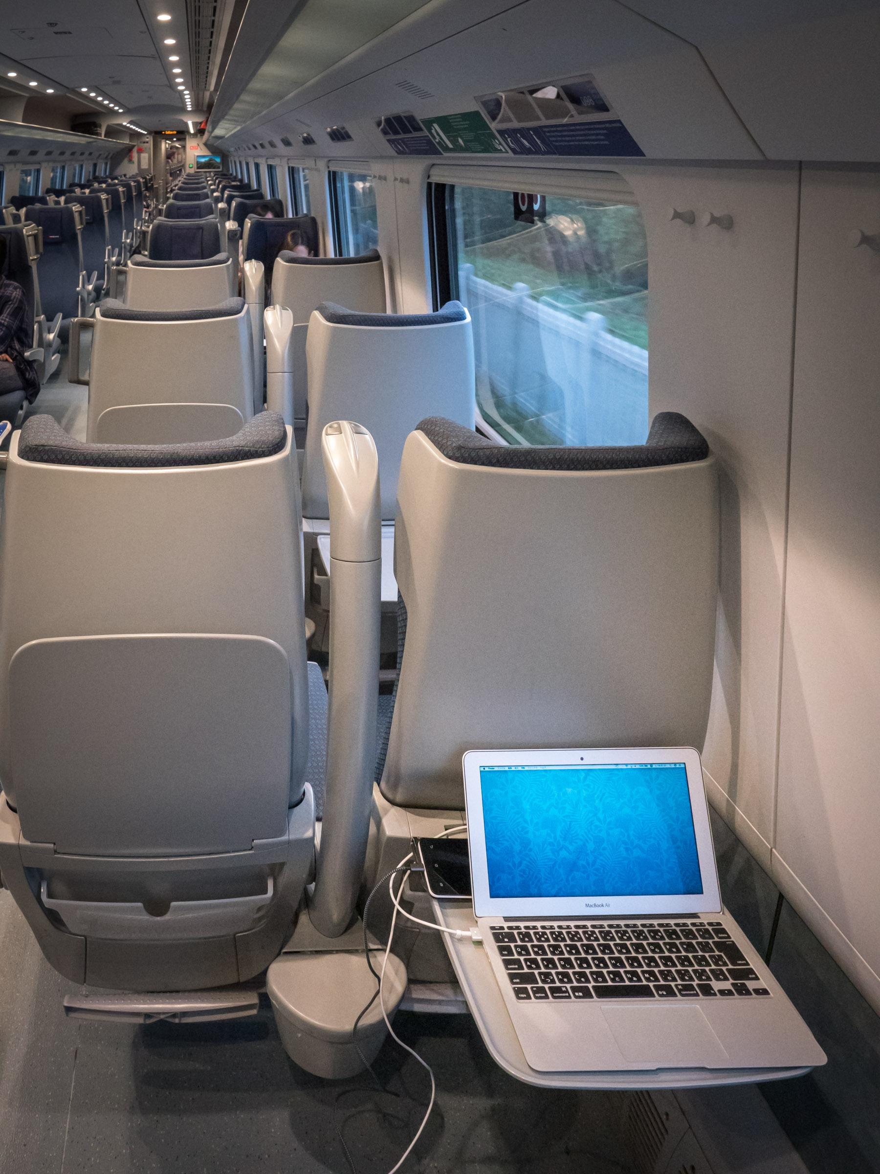 電源完備noユーロシティの座席 電源完備 DMC-GX8 + LEICA DG 12-60mm