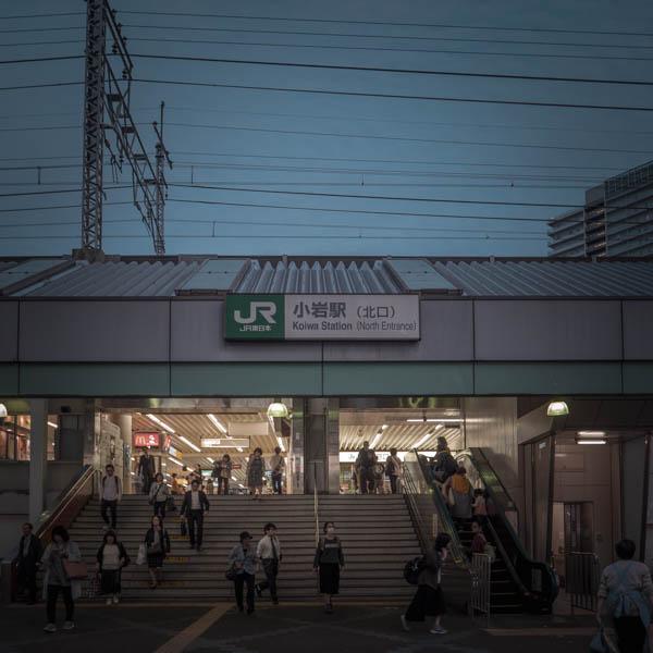 夕暮れ迫る小岩駅北口 撮影:DMC-GX8 + LEICA DG 12-60mm