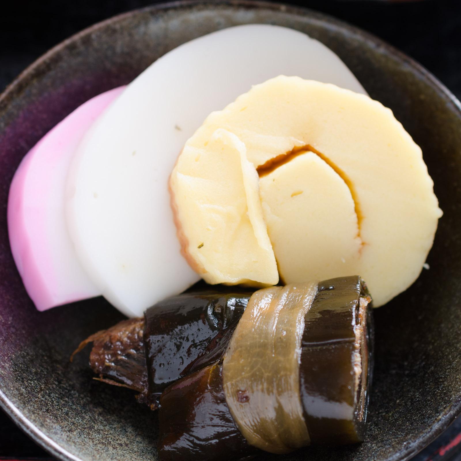 宮原かまぼこの伊達巻き、ニシンがたっぷり入った昆布巻き、小田原の蒲鉾 NIKON D7000 + SIGAMA 50mm