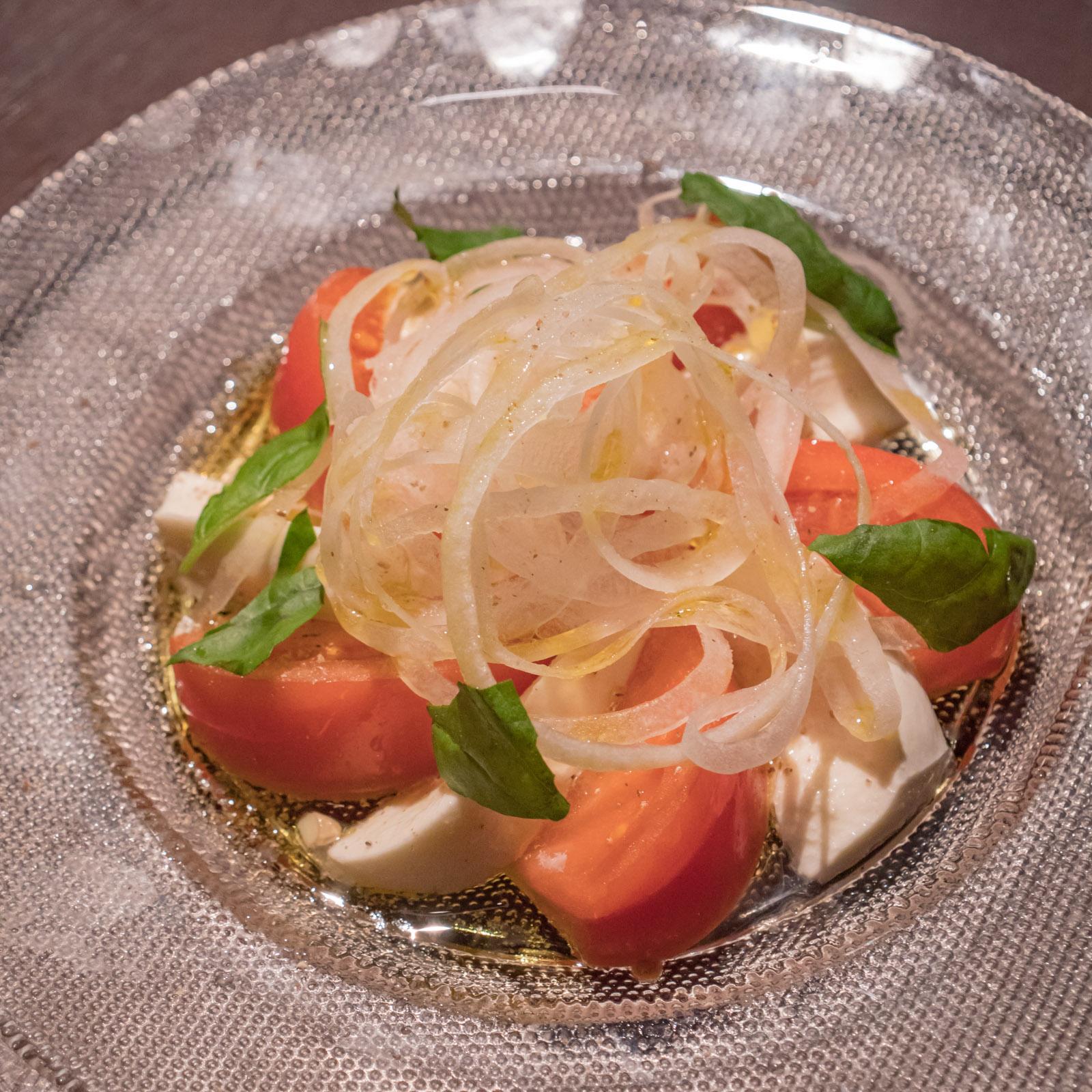 函館市本町「Ratna(ラトナ)」 モッツァレラとトマトのカプレーゼっぽい前菜