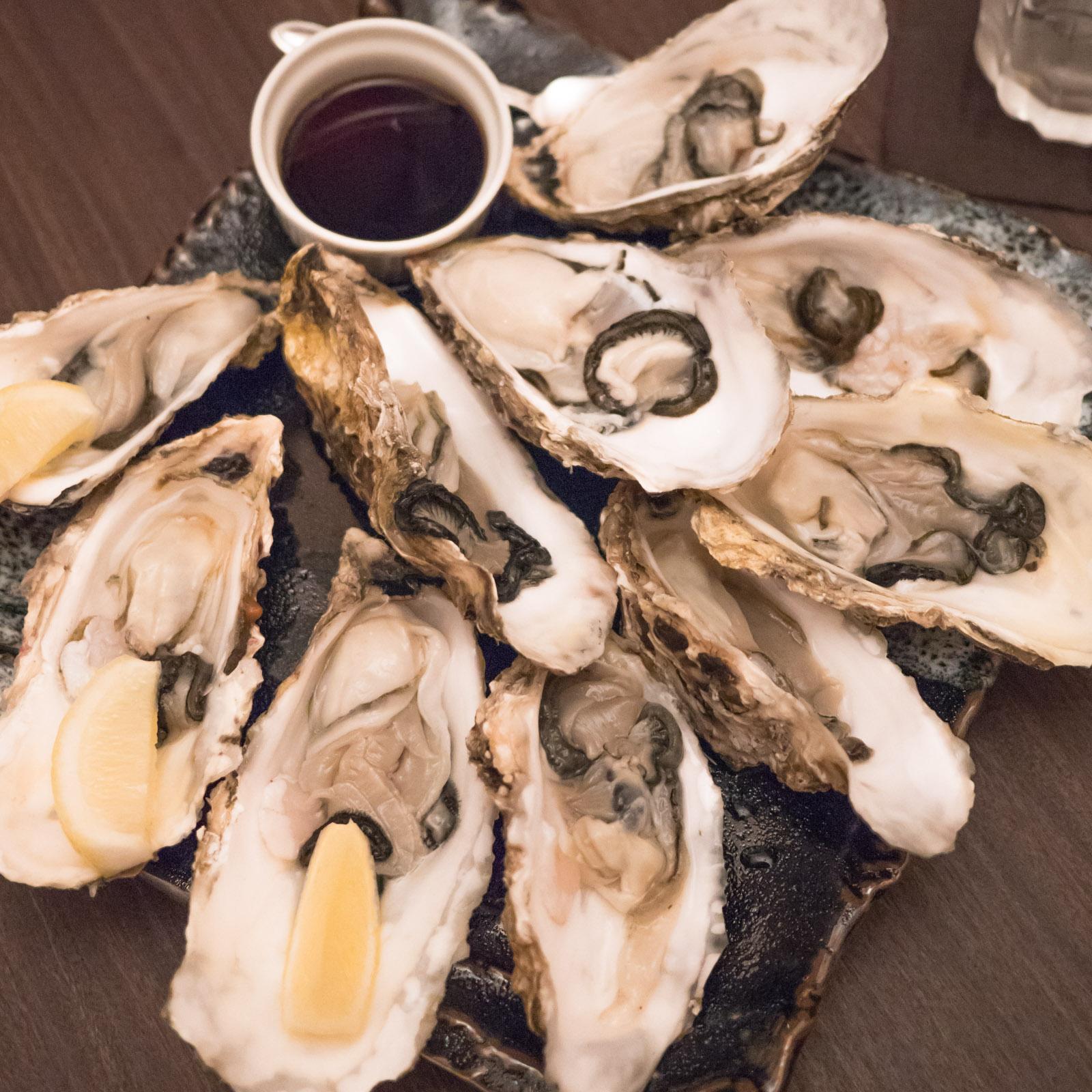 函館「牡蠣人(かきんちゅ)」宴会コースの生牡蠣