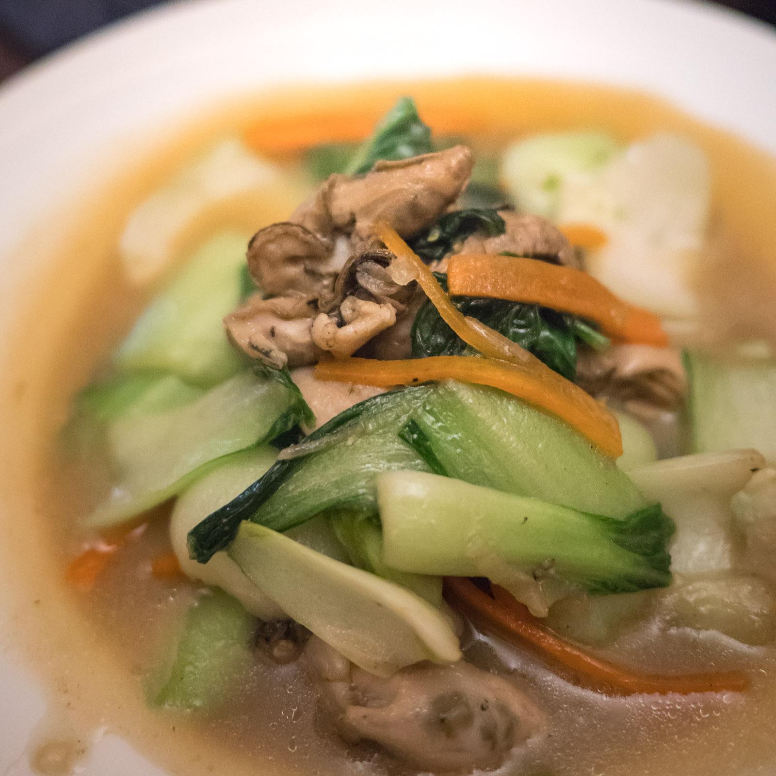 函館「牡蠣人(かきんちゅ)」宴会コースの牡蠣と青菜のオイスターソース煮(牡蠣と青梗菜の炒め煮)