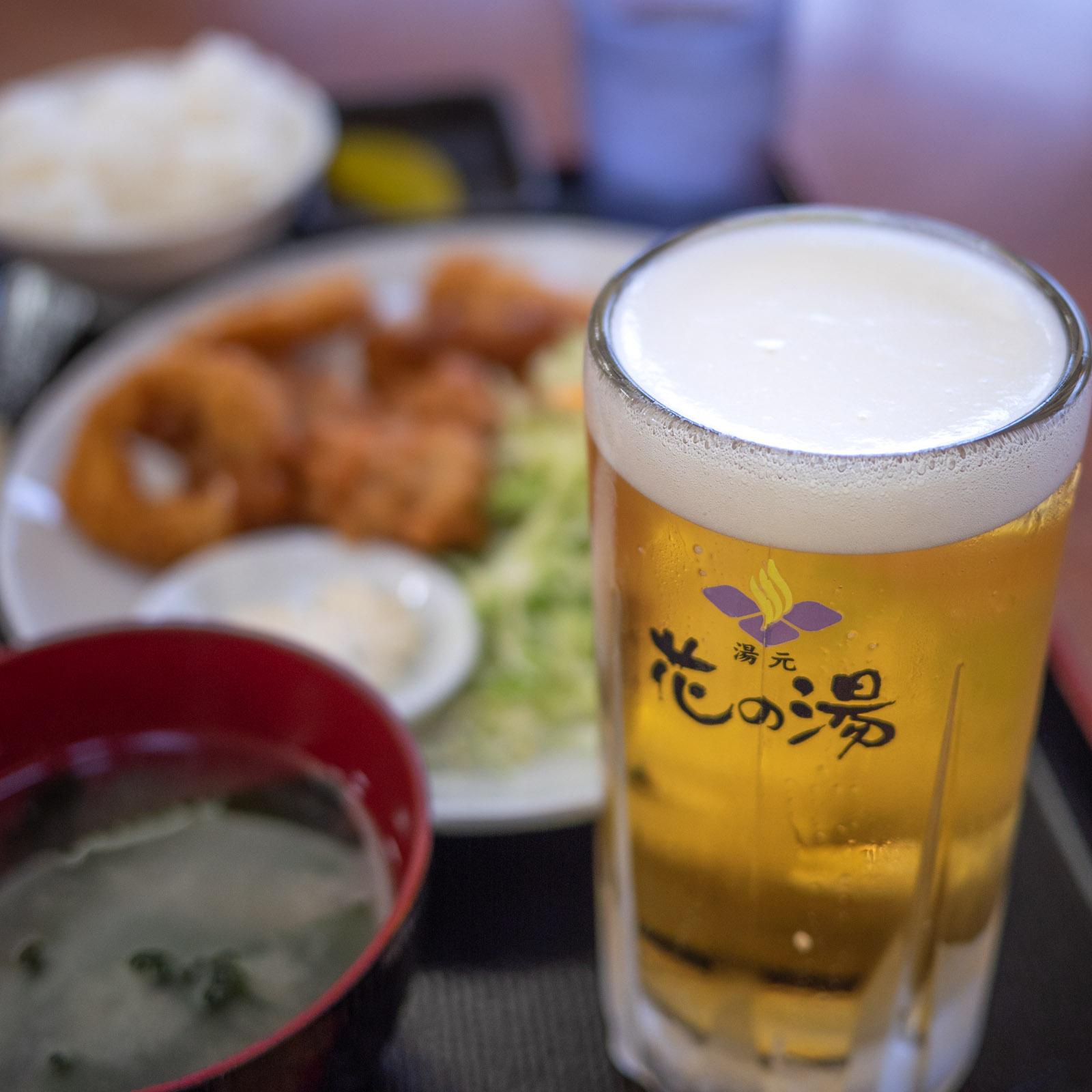 花の湯の生ビール450円税込 DMC-GX8 + LUMIX 20mm