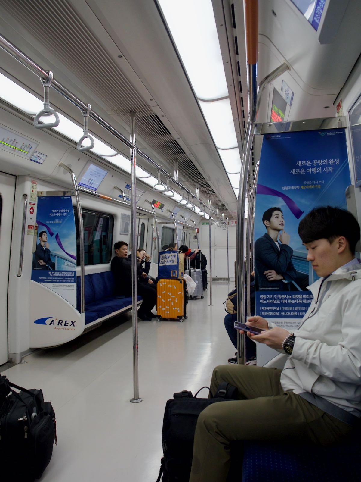 ソウル行き普通列車の中 DMC-GX8 + LEICA DG 12-60mm
