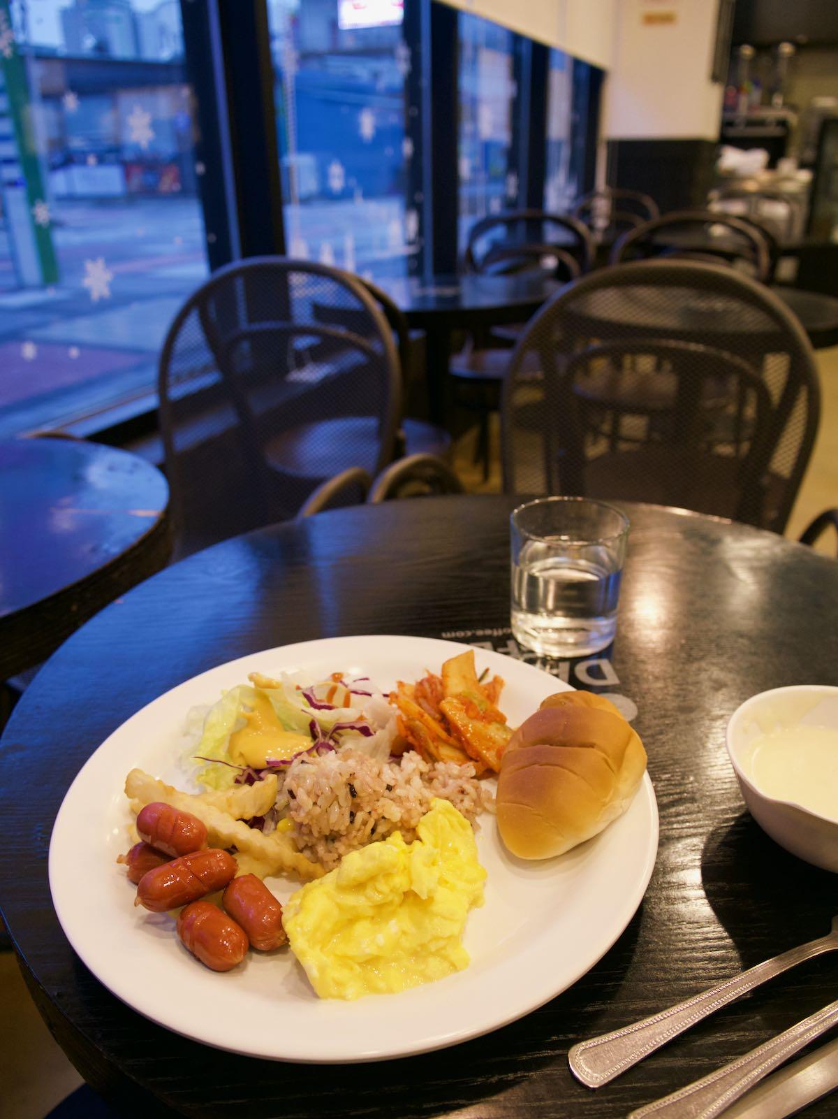 朝食はホテル裏手の食堂で DMC-GX8 + LEICA DG 12-60mm