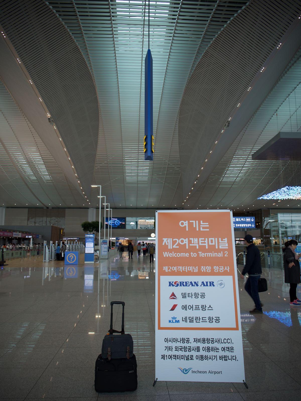仁川空港に到着 謎文字がお出迎え DMC-GX8 + LEICA DG 12-60mm