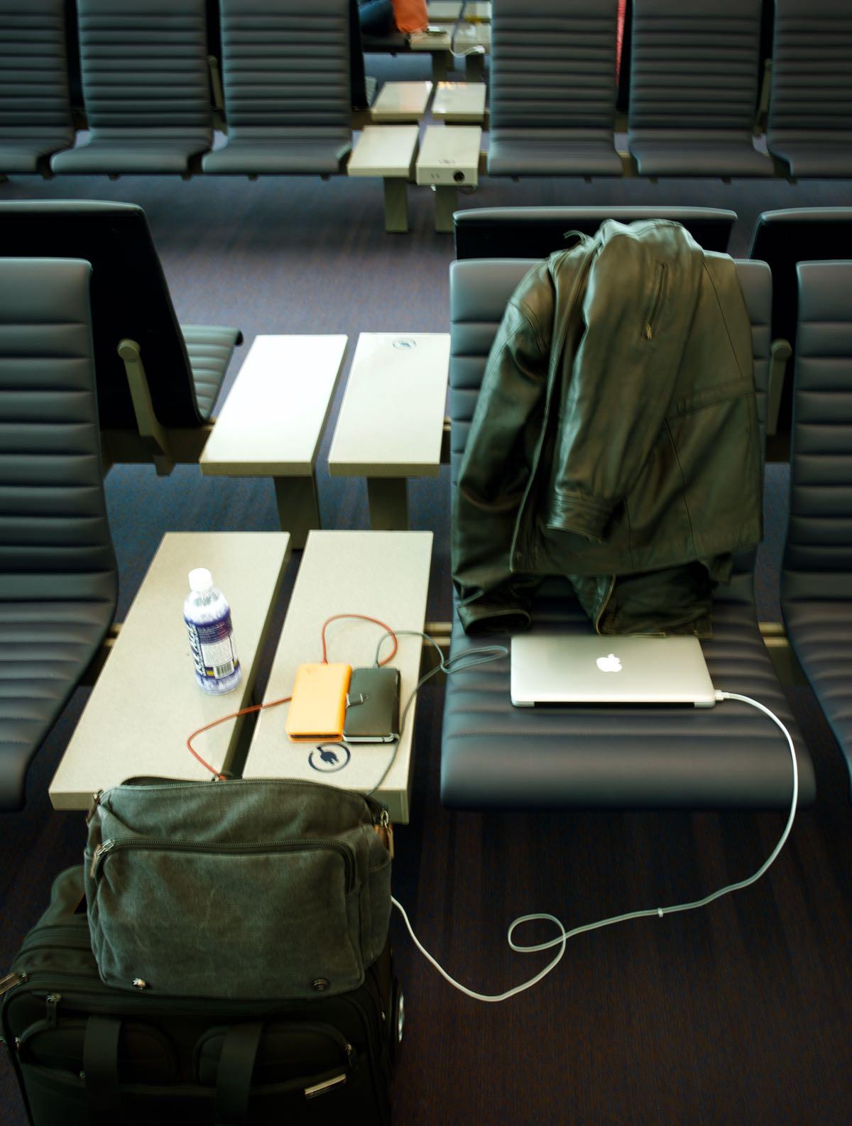 電源完備のベンチで店開き DMC-GX8 + LEICA DG 12-60mm