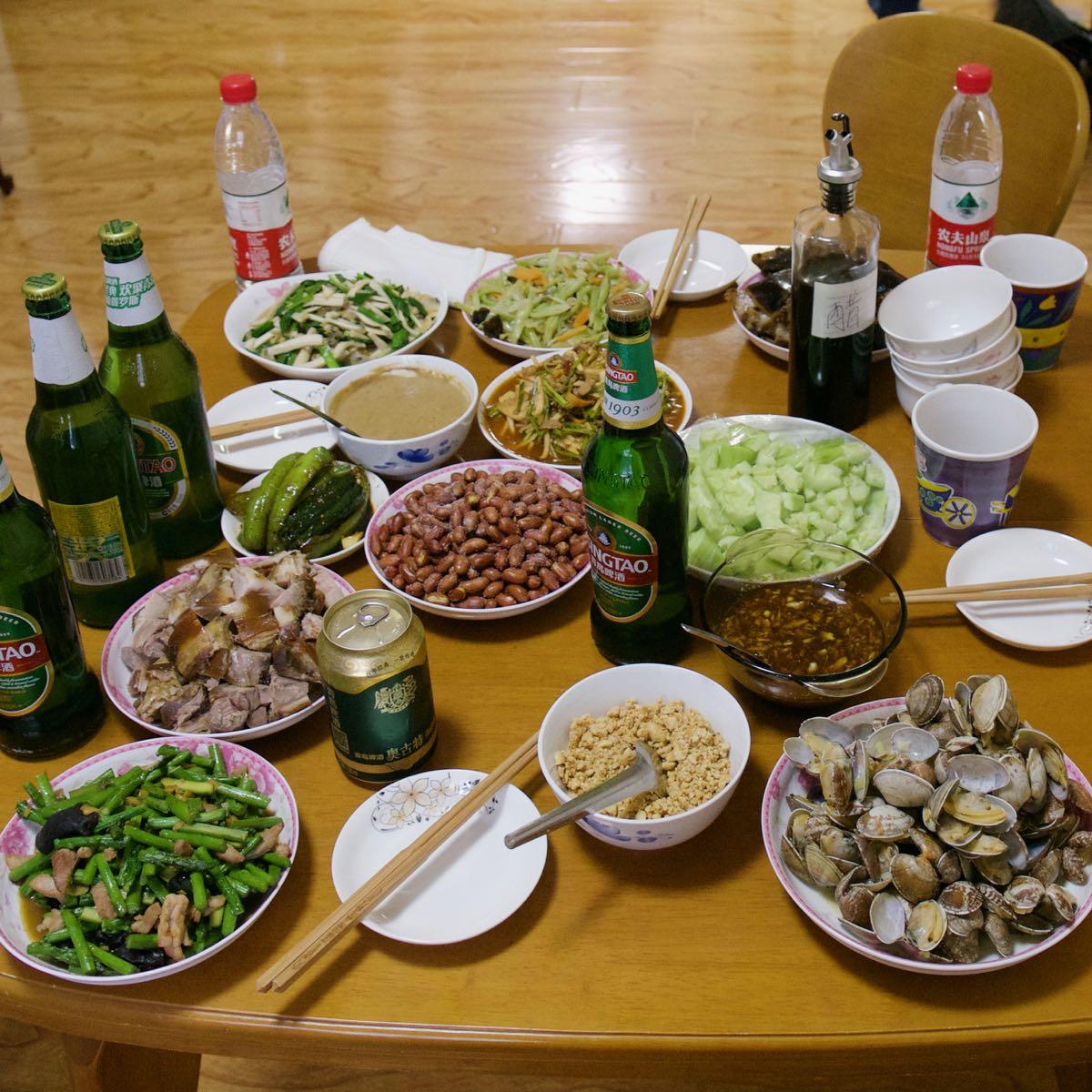 夕食は中国家庭料理と青島ビール DMC-GX8 + LEICA DG 12-60mm