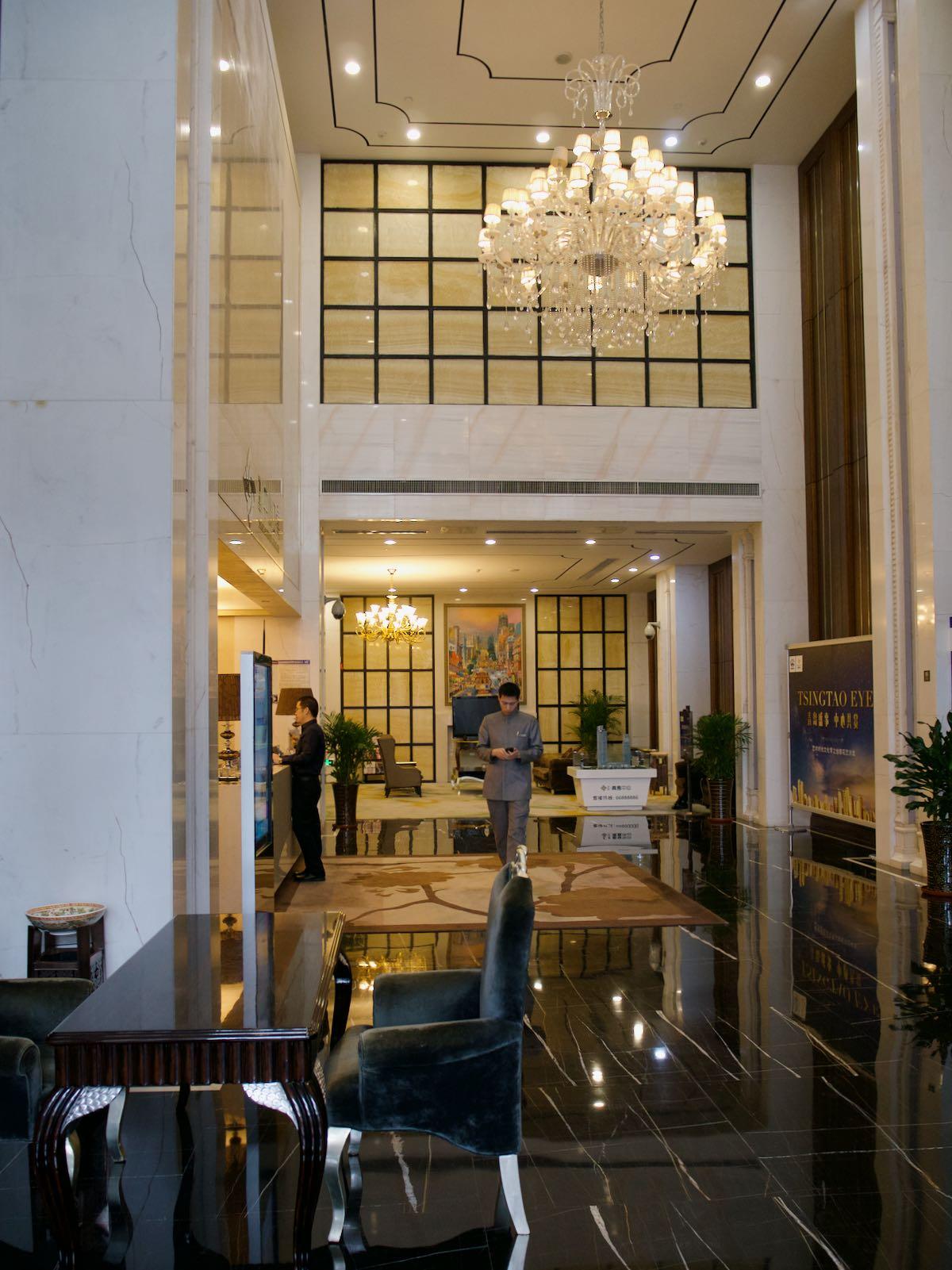 アパートのエントランスホール DMC-GX8 + LEICA DG 12-60mm