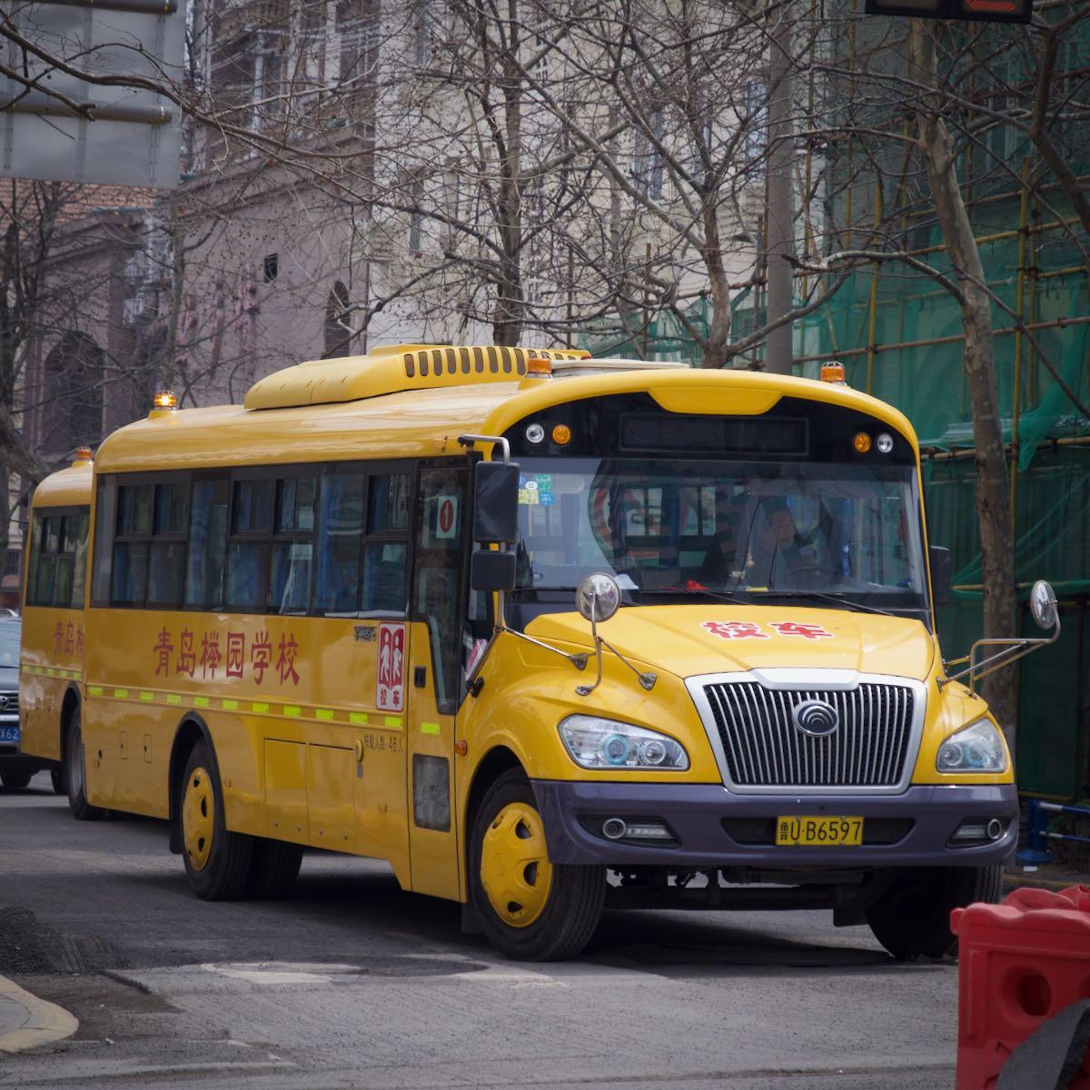 色と形がアメリカンなスクールバス DMC-GX8 + LEICA DG 12-60mm