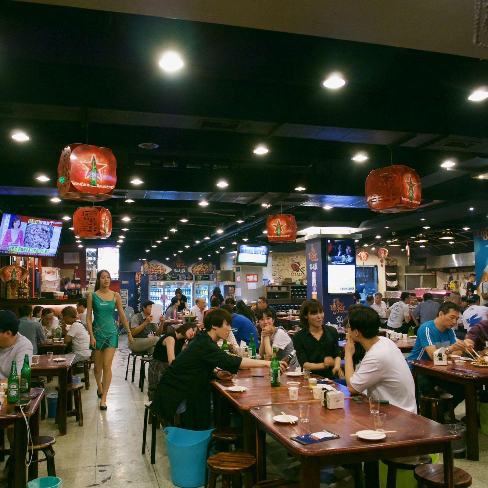 熱炒(台湾風居酒屋) 「33区」の店内