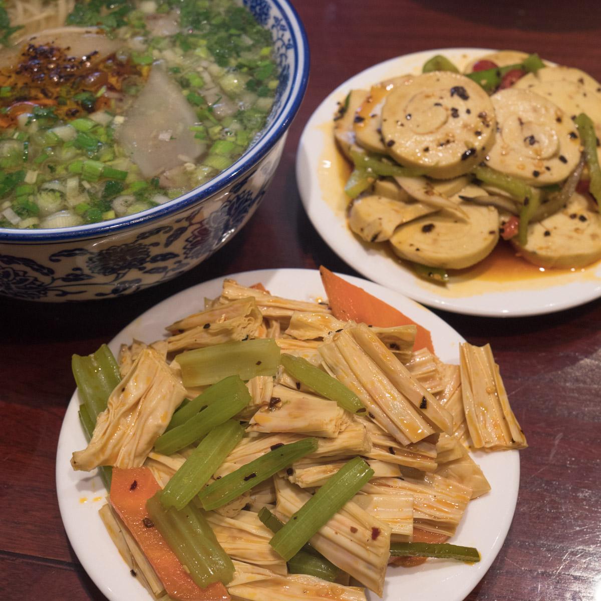 牛肉麺と湯葉、豆腐の炒め物 DMC-GX8 + LEICA DG 12-60mm