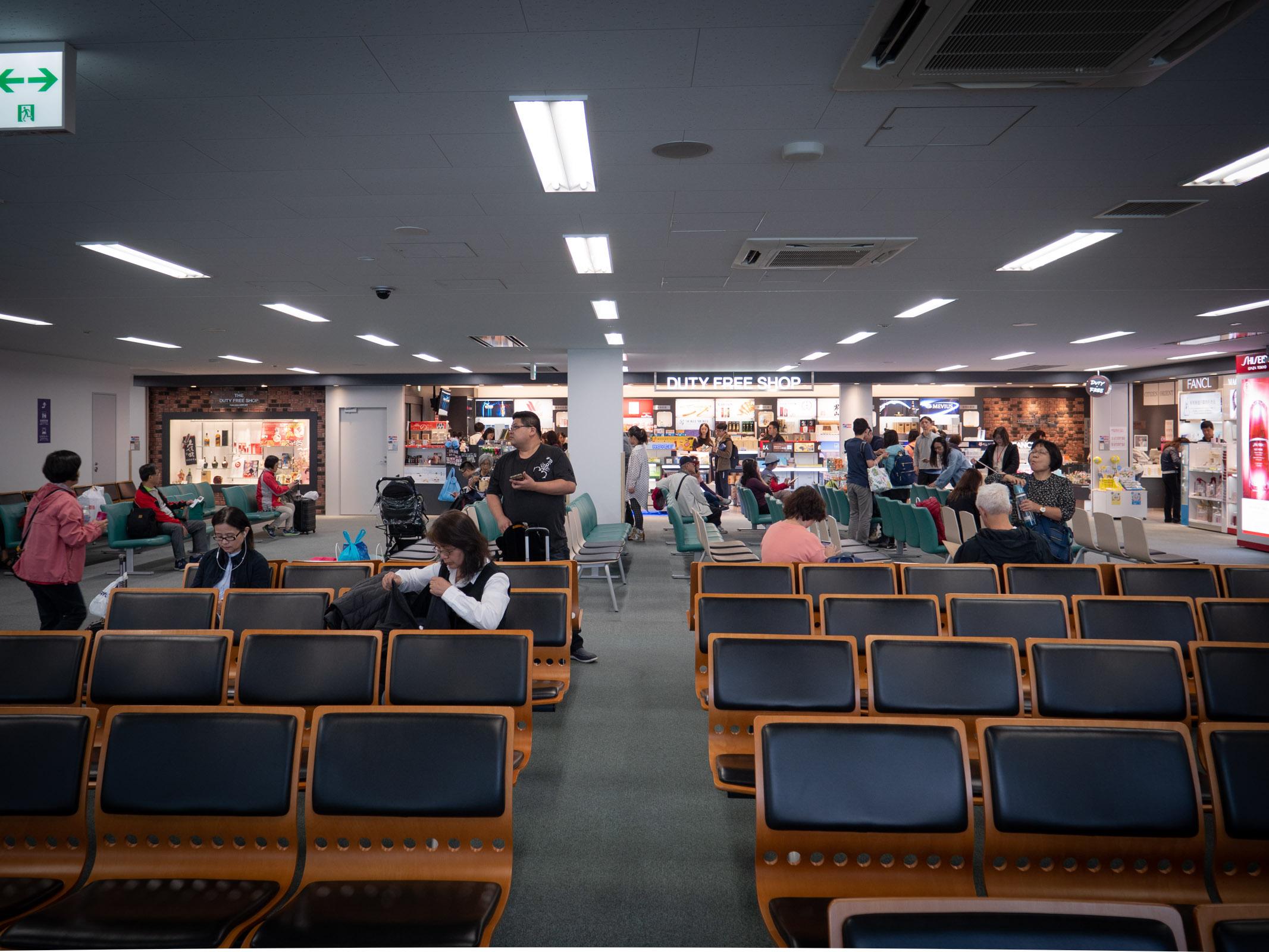 函館空港国際線の出発ロビー