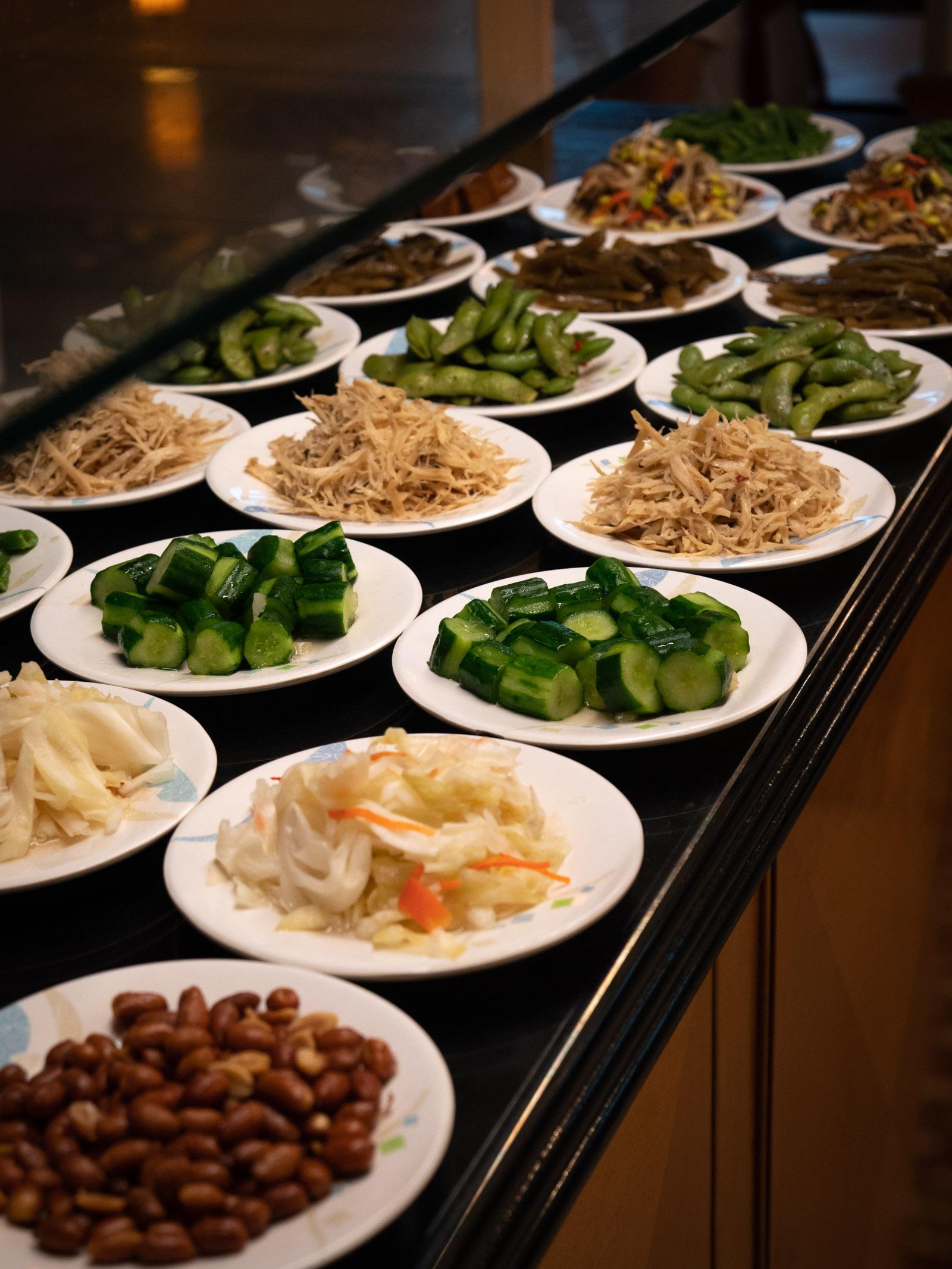 台北「好公道金雞園」 どれでも一皿40元の「各種小菜」