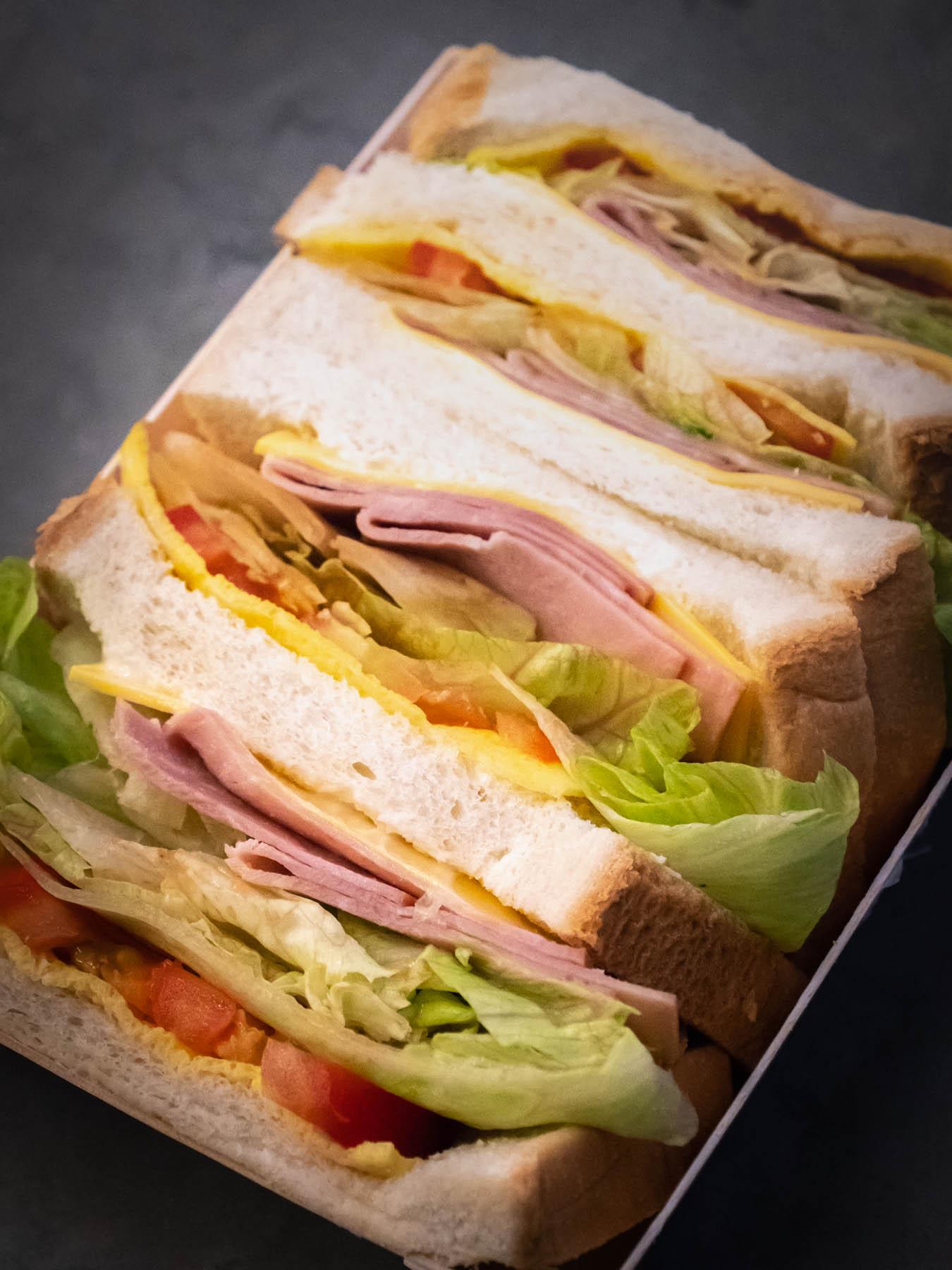 火腿蛋三明治(ハムと玉子のサンドイッチ)上蓋を外した状態