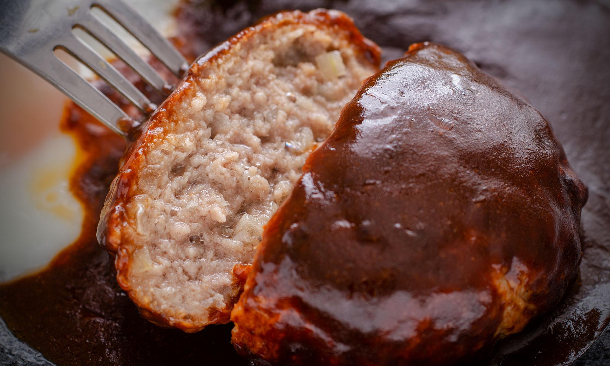 味の素「洋食亭」ハンバーグの肉汁をたっぷり含んだ美しい断面 撮影:NIKON D7000 + SIGAMA 50mm