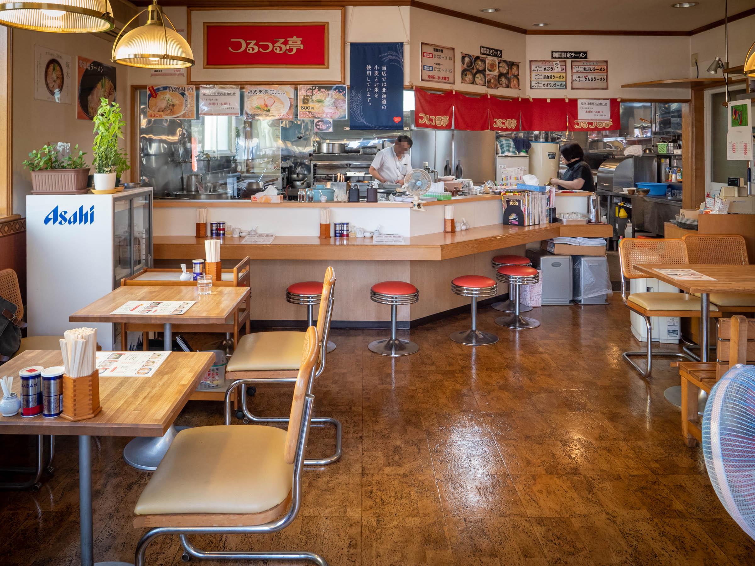 麺つるつる亭 出入口側から見た店内 DMC-GX8 + LEICA DG 12-60mm