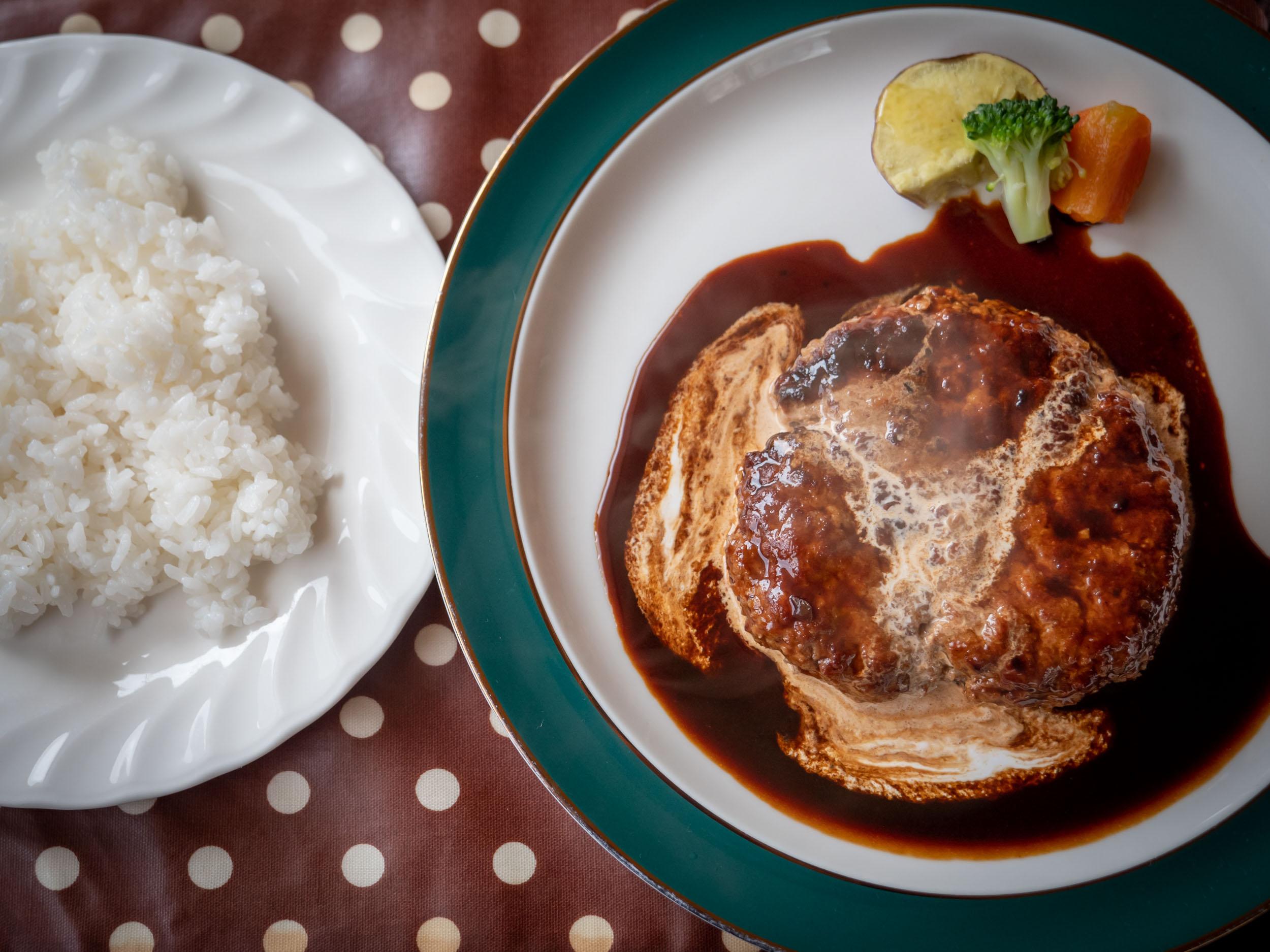 函館市湯の川の洋食店「エル・アペティ」のハンバーグ(ライス・サラダ付)DMC-GX8 + LEICA DG 12-60mm