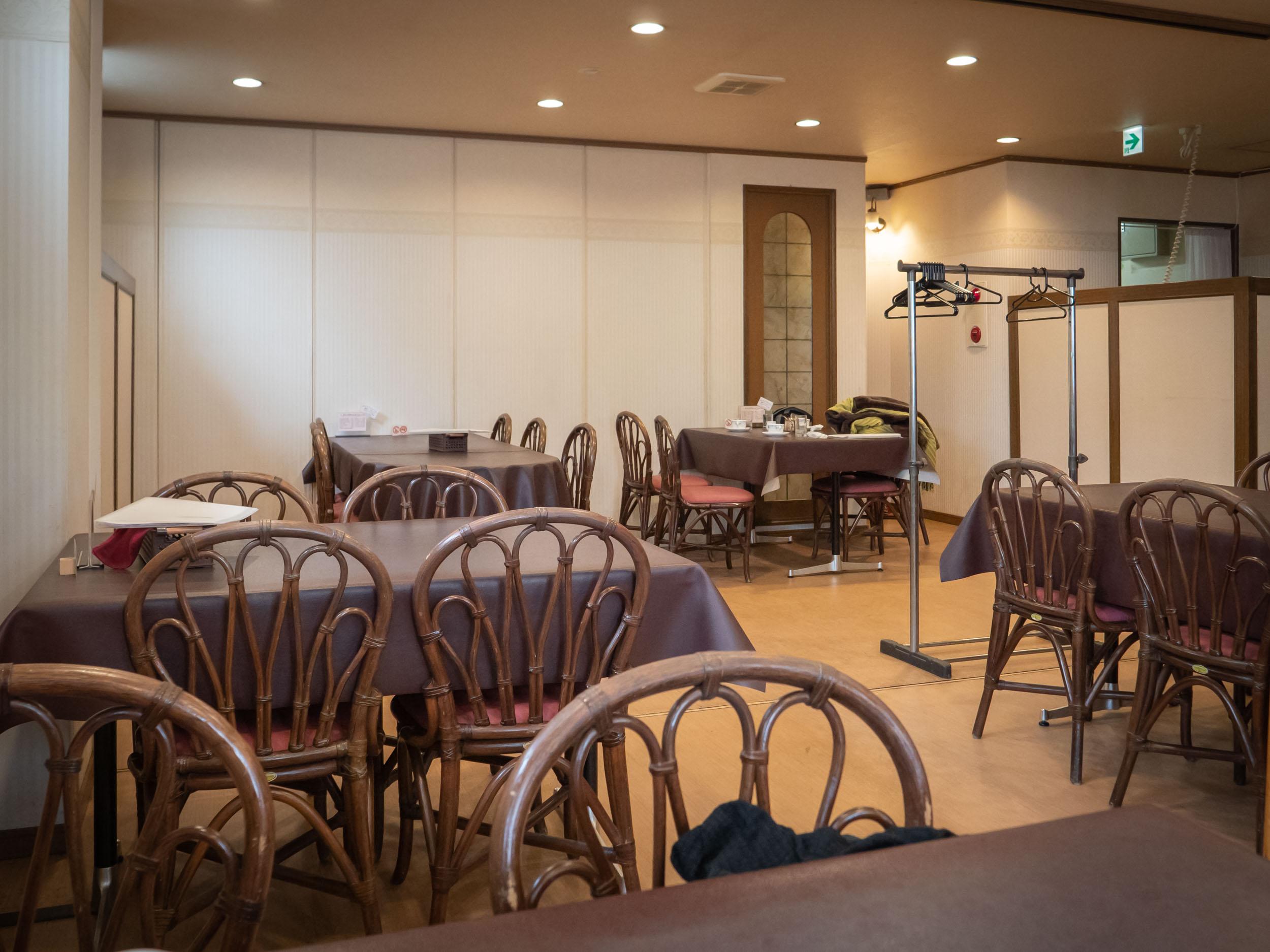 レストランMURAの店内 DMC-GX8 + LEICA DG 12-60mm