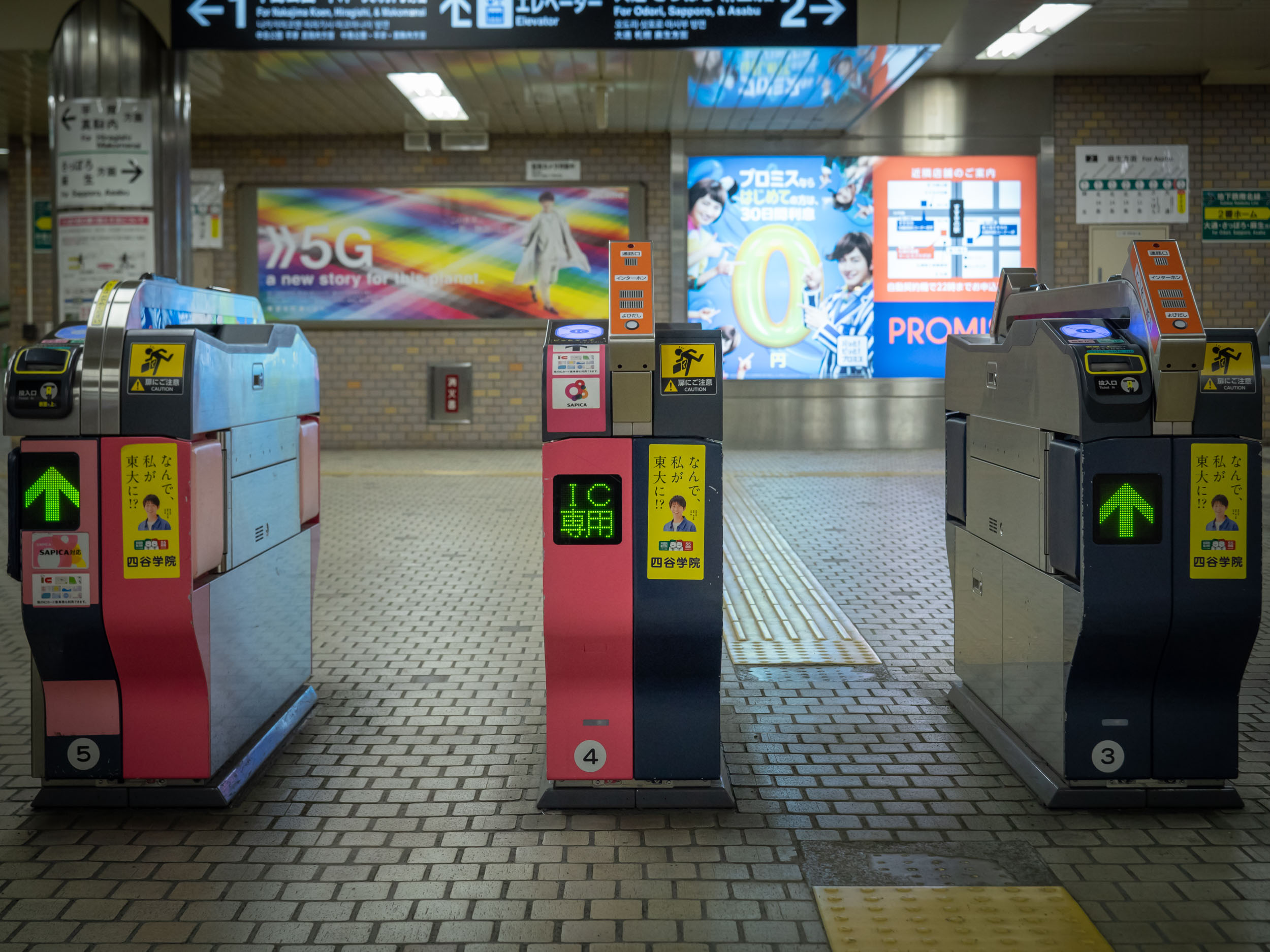 地下鉄すすきの駅の改札口 DMC-GX8 + LEICA DG 12-60mm