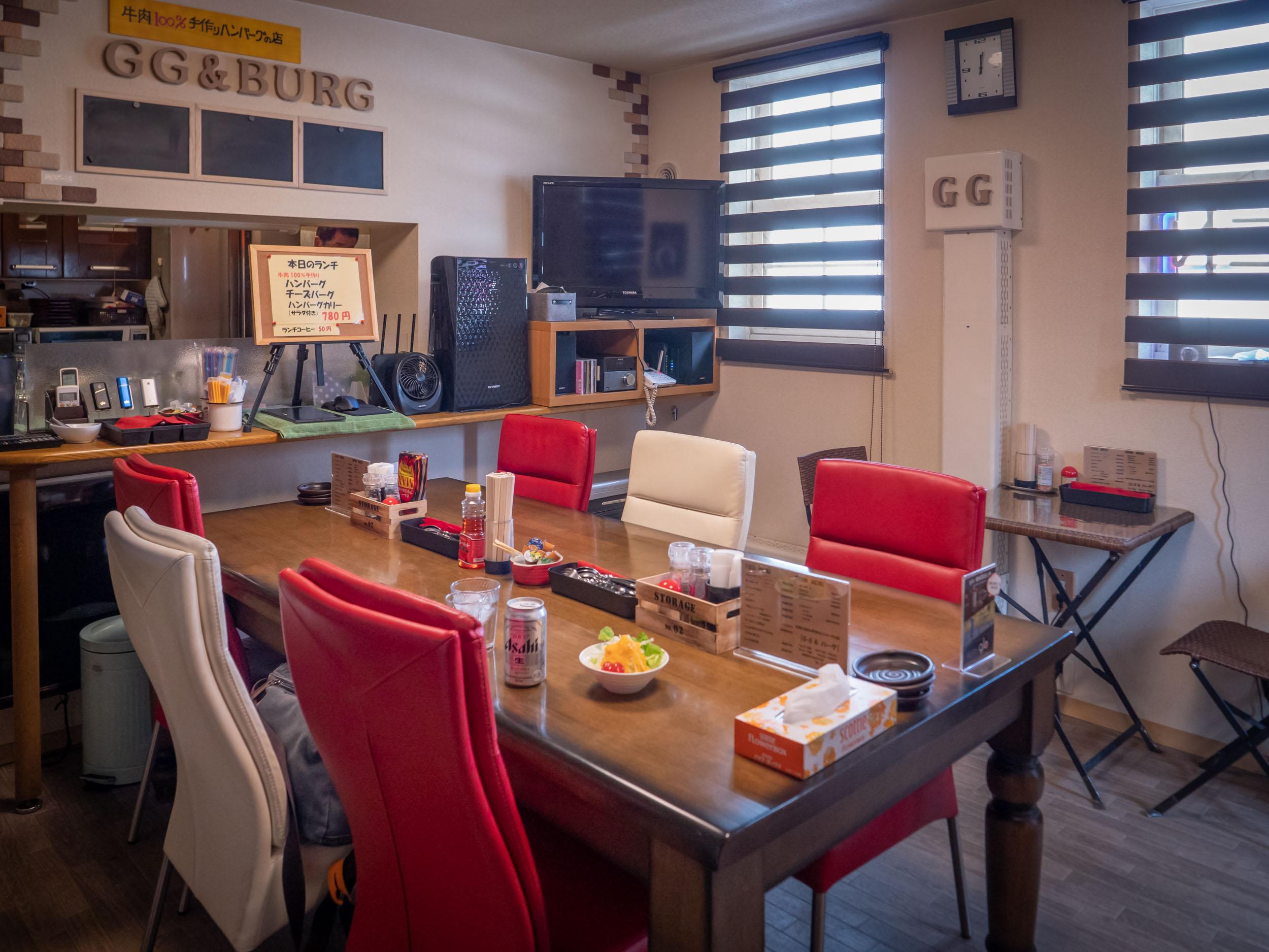 洋食店GG&バーグの店内<br> DMC-GX8 + LEICA DG 12-60mm