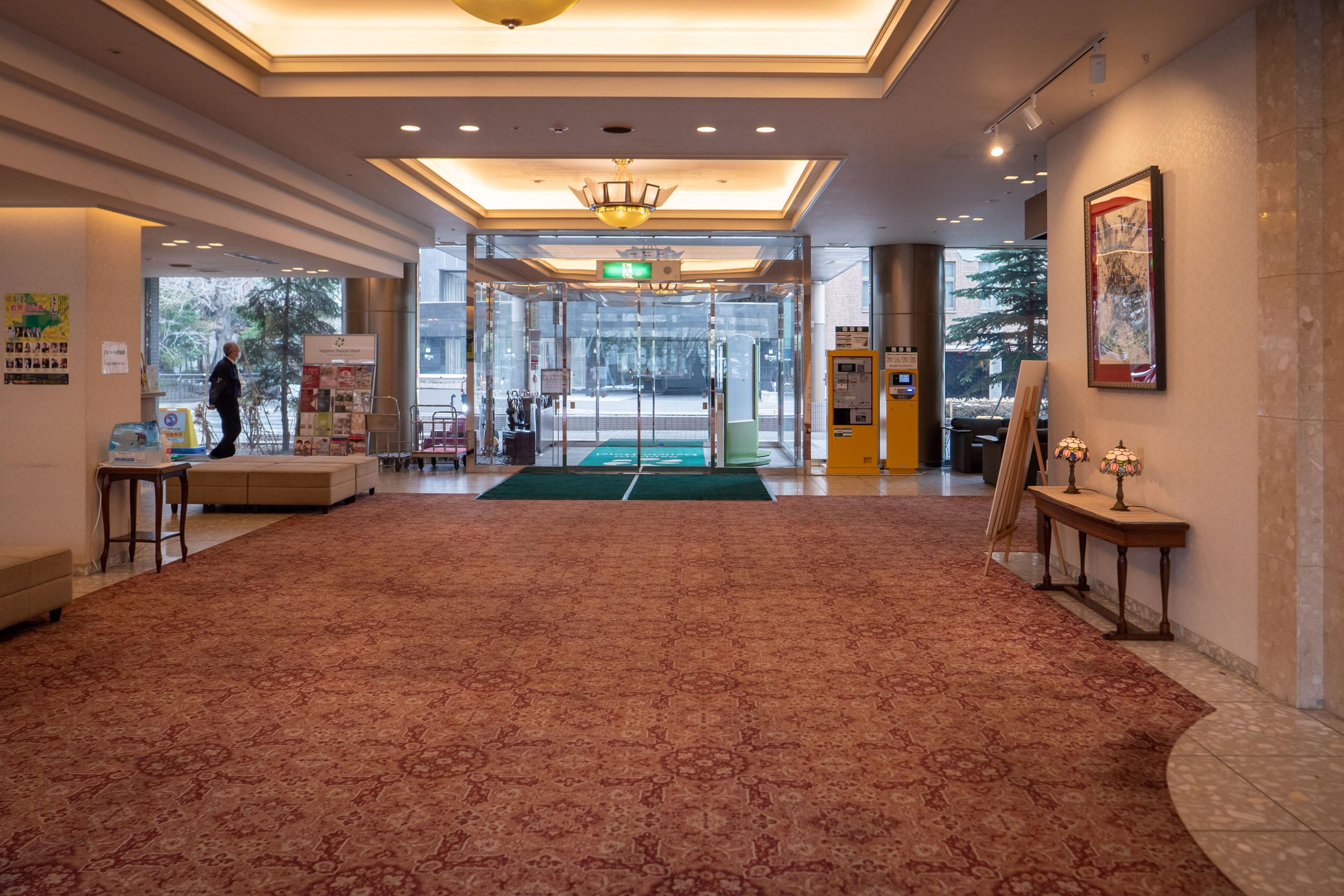 札幌第一ホテルのエントランスホール DMC-GX8 + LEICA DG 12-60mm