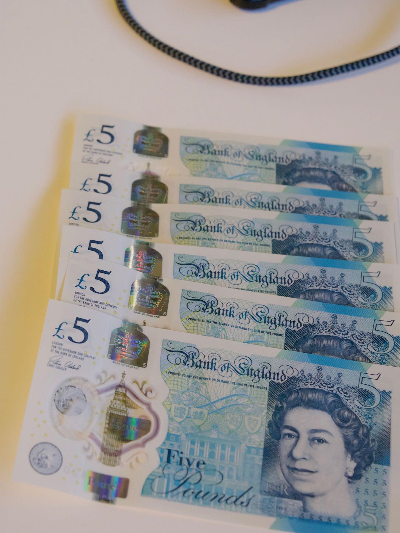 5ポンド札6枚