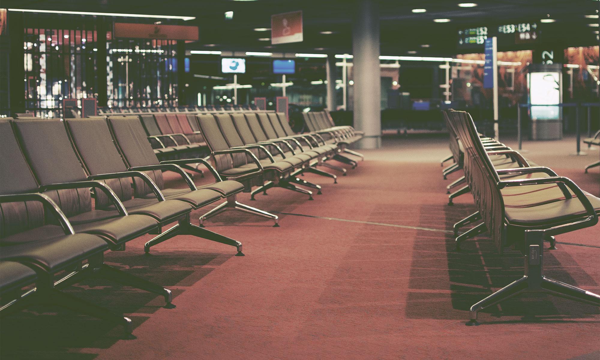 夜のシャルルドゴール空港 誰もいない出発ラウンジ 撮影:NIKON D90 + NIKKOR 35mm